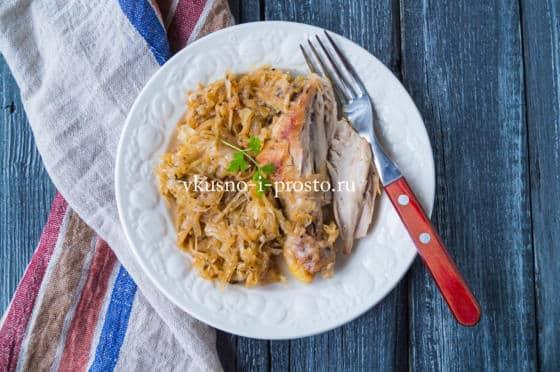 капуста с курицей на сковороде