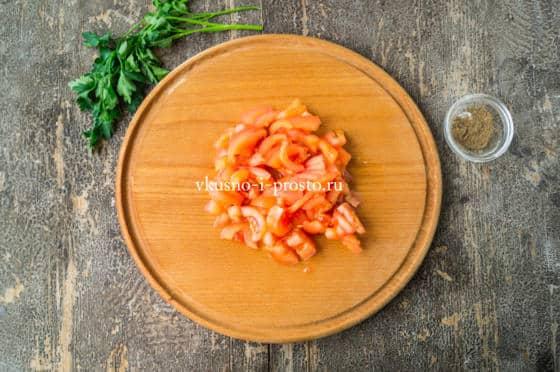 нарезаем помидор