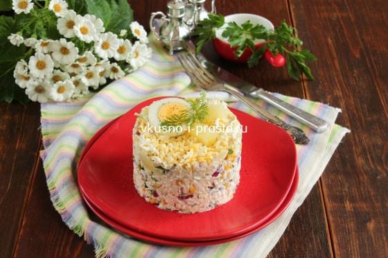 салат с ананасами и курицей яйцами
