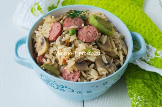 рис с овощами и колбасками
