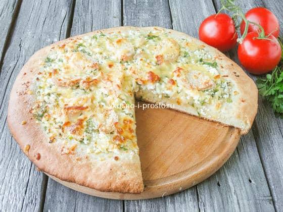 деревенская пицца с курицей и творогом