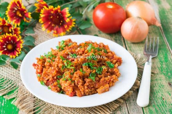 гречка с помидорами и томатной пастой