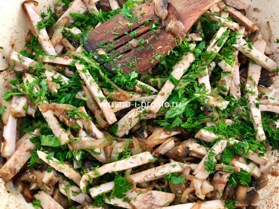 Перемешиваем говядину с грибами