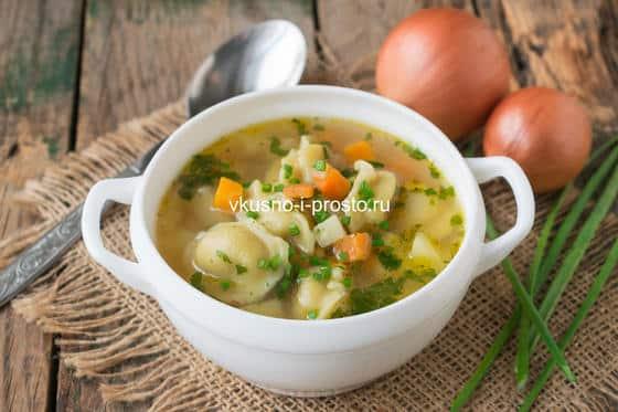 суп с пельменями и овощами