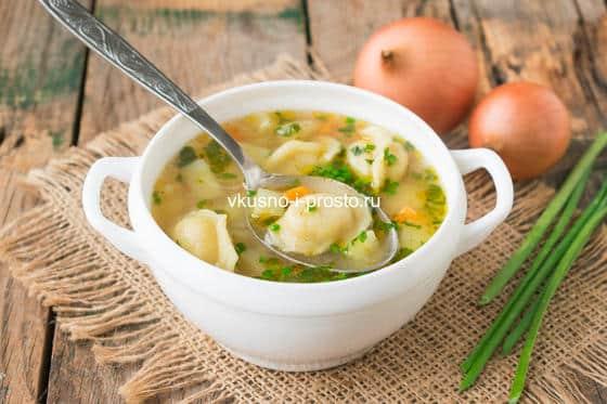 суп с овощами и пельменями