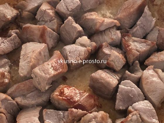 Обжариваем свинину