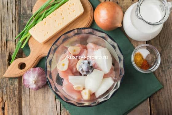 измельчаем мясо и овощи