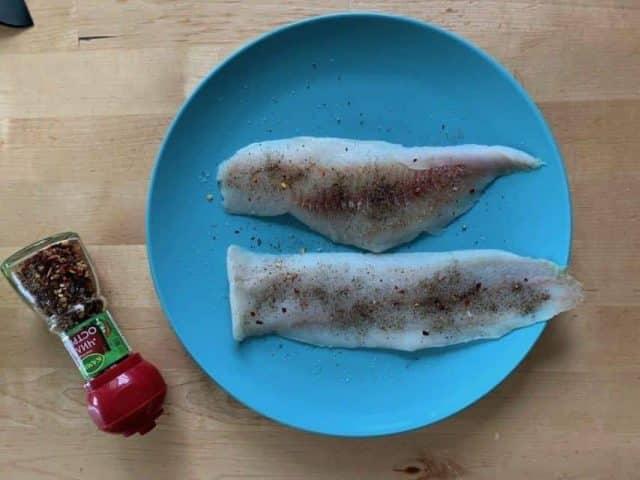 Ингредиенты для приготовления минтая на гриле