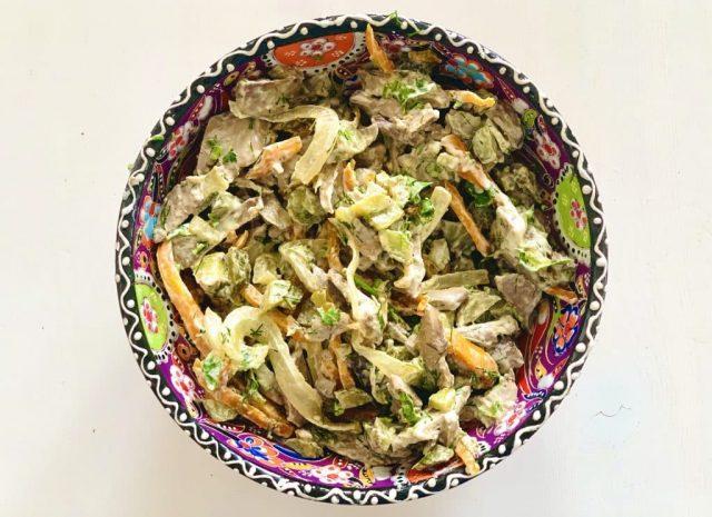 Салат из куриной печени с огурцами