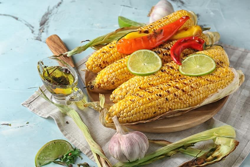 готовая кукуруза на гриле