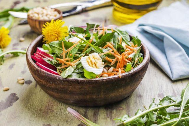 весенний салат из одуванчиков