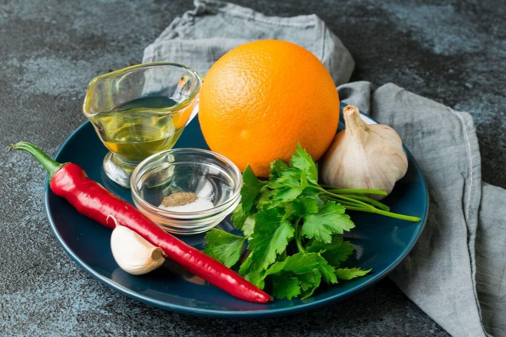 Апельсиновый маринад с острым перцем и чесноком