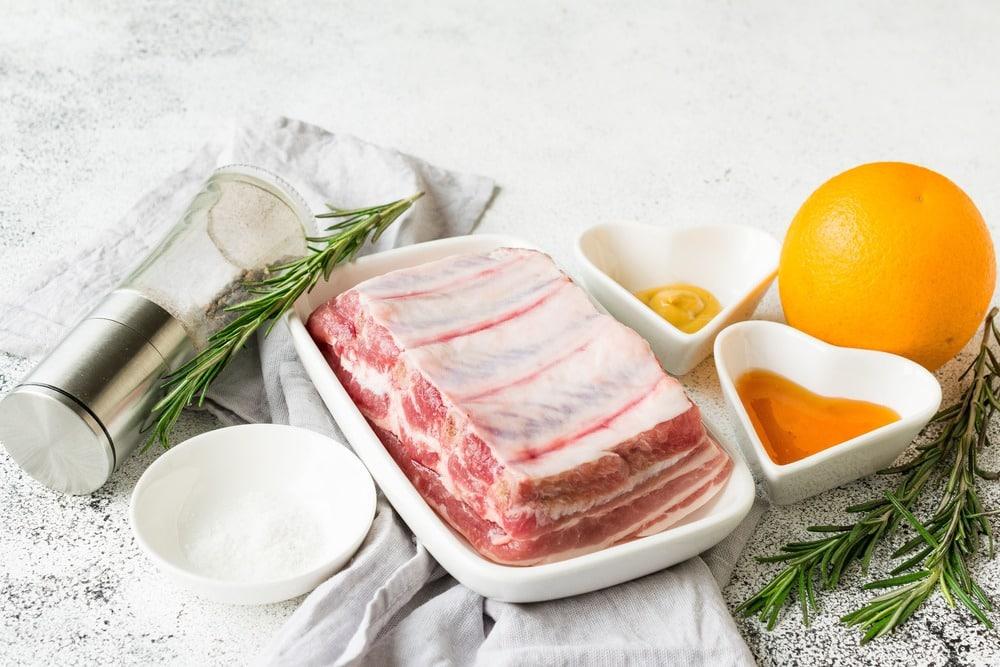 Продукты для приготовления свиных ребрышек