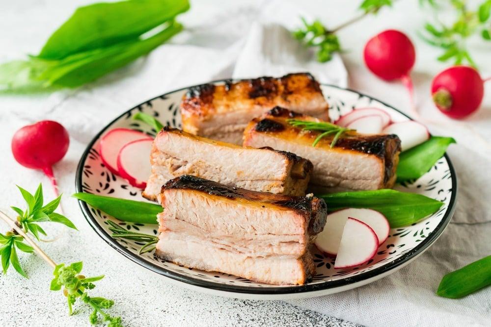 Разрезаем мясо на порции