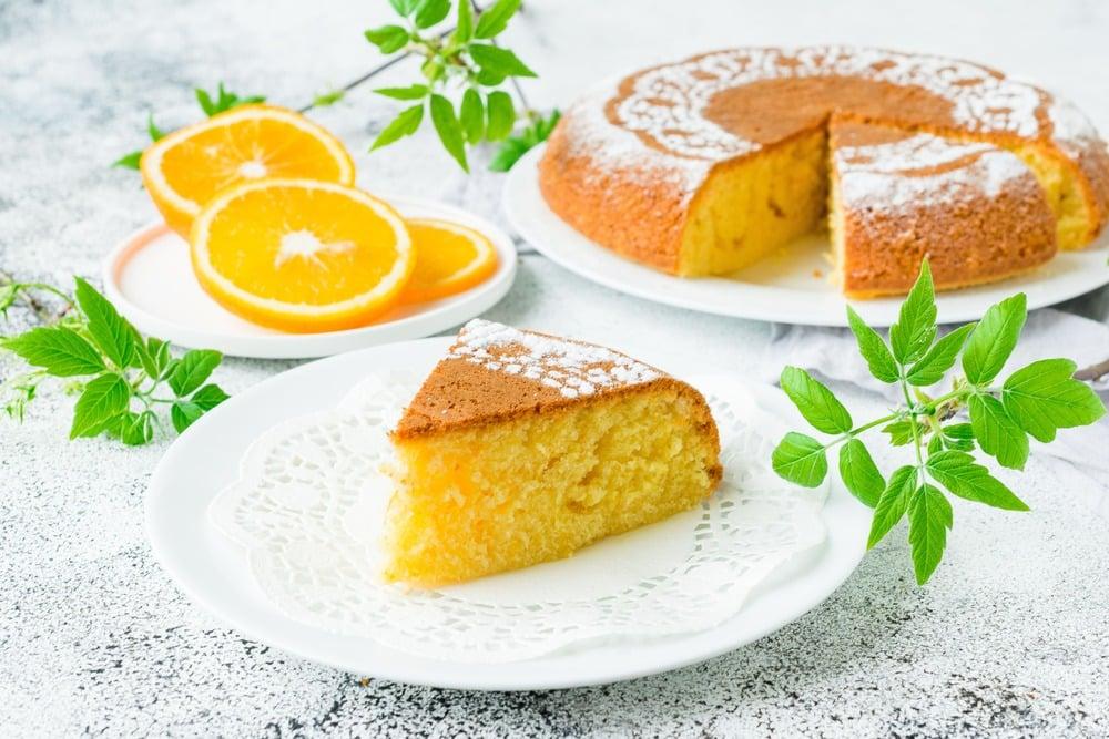 Нарезаем пирог на порционные кусочки