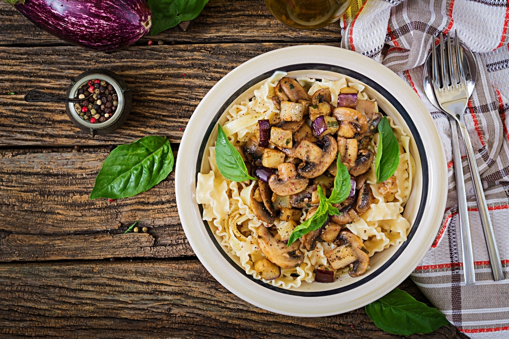 веганская паста с баклажанами и грибами