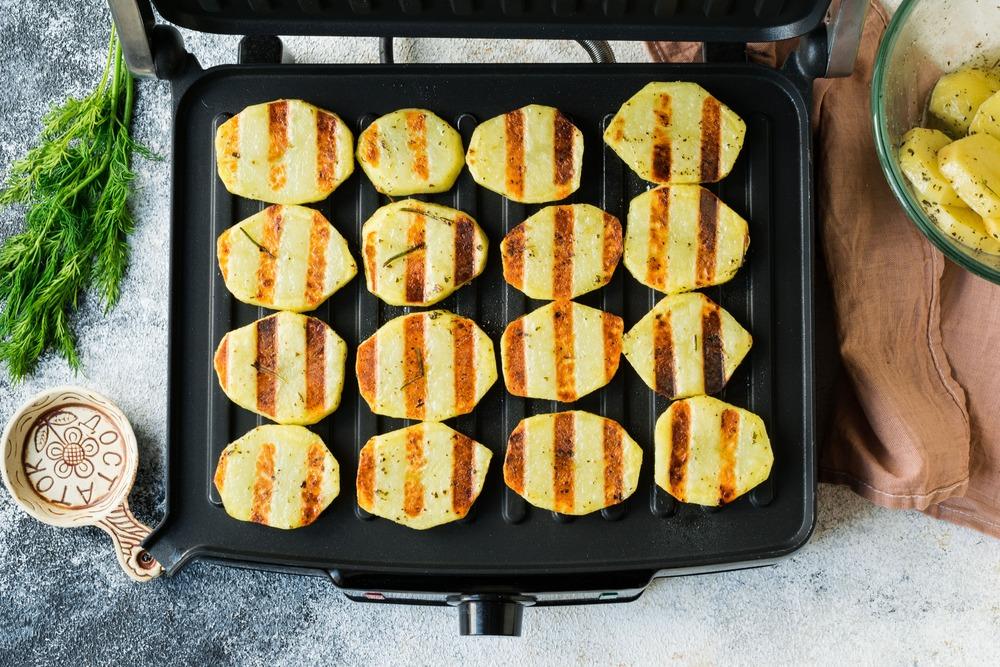 Доводим картофель до готовности