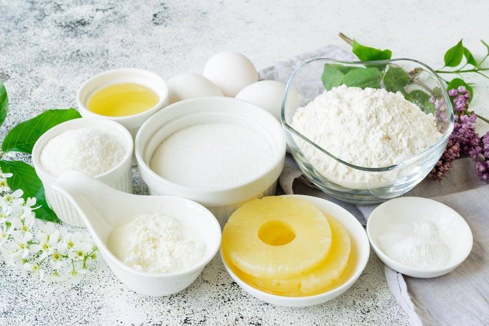 Продукты для приготовления кексов с ананасами