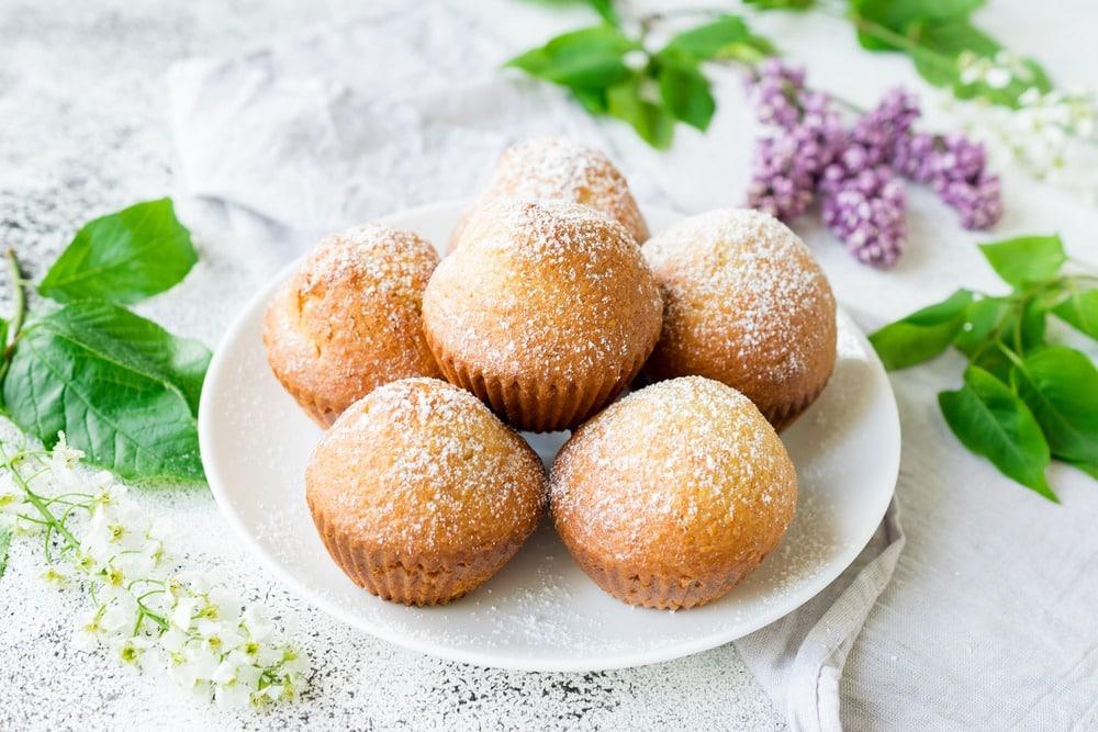 Украшаем кексы сахарной пудрой