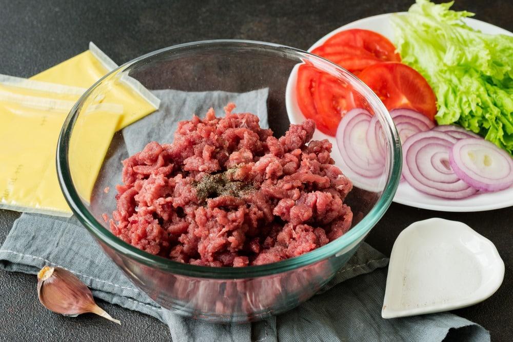 Измельчаем мясо в фарш