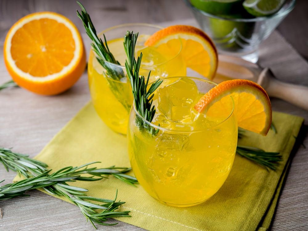 домашний лимонад с апельсинами и розмарином