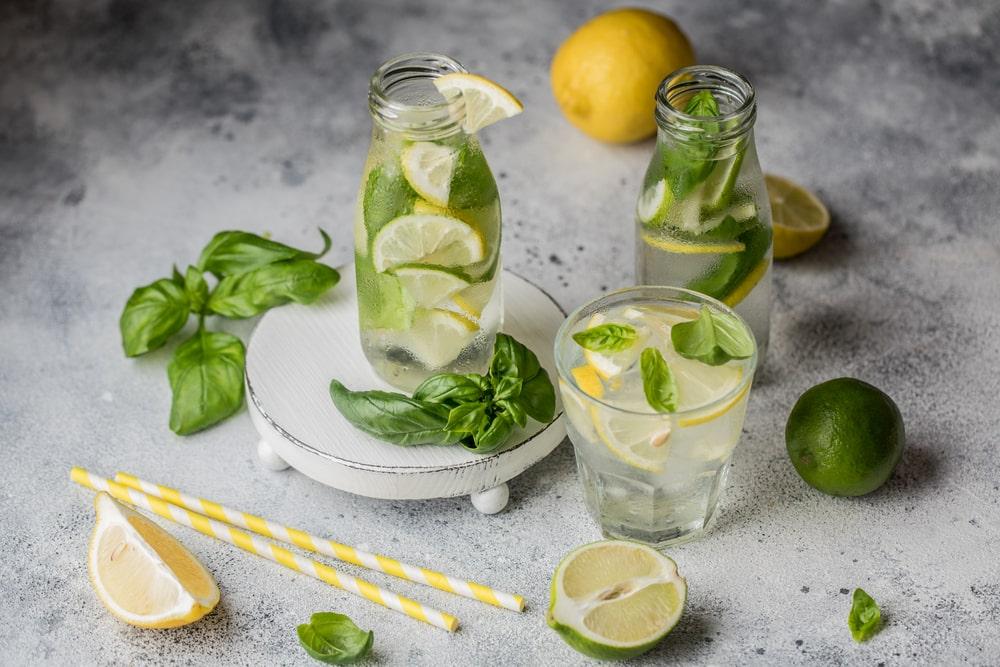 домашний лимонад с базиликом