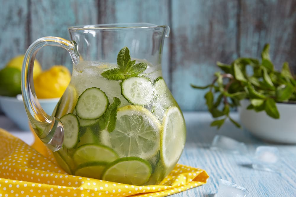 домашний лимонад с огурцом и лимоном
