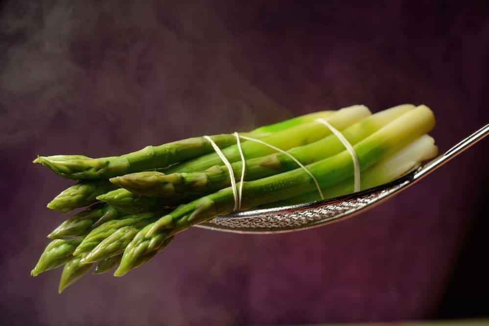 ростки зеленой спаржи