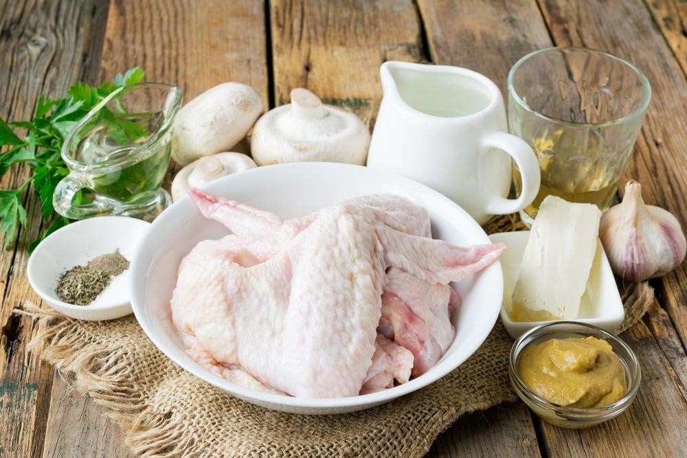 Продукты для приготовления тушеных крылышек