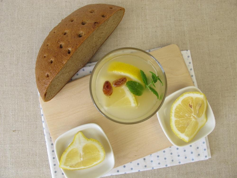 квас мятный с лимонным соком