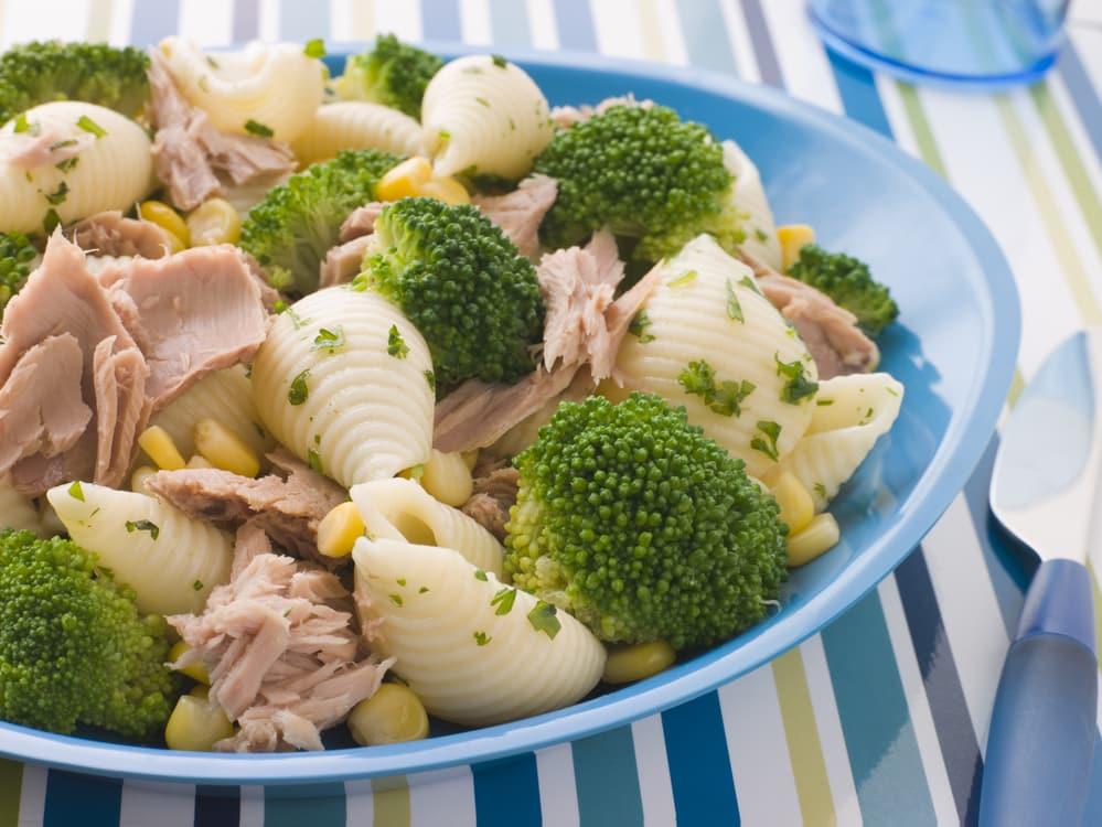 макароны с брокколи и консервированным тунцом