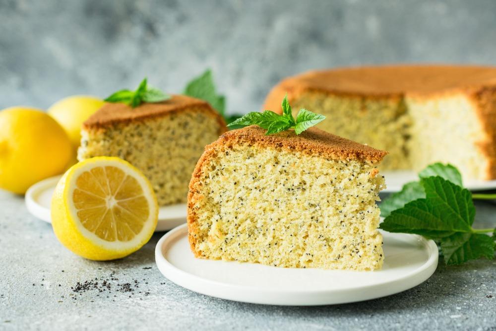 Пирог с маком и цедрой лимона