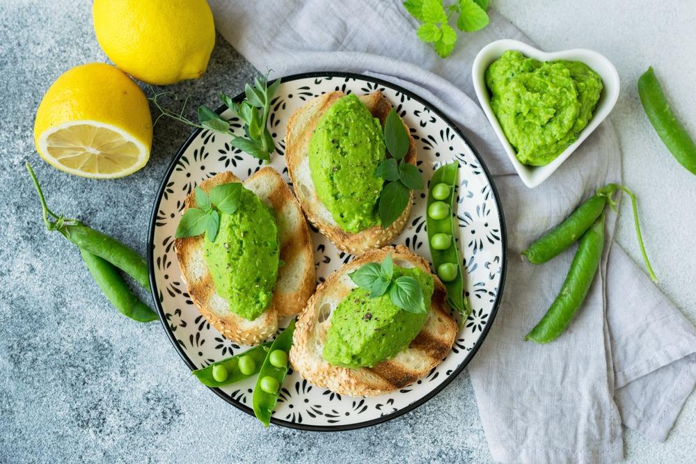 Закусочный паштет с авокадо и горошком