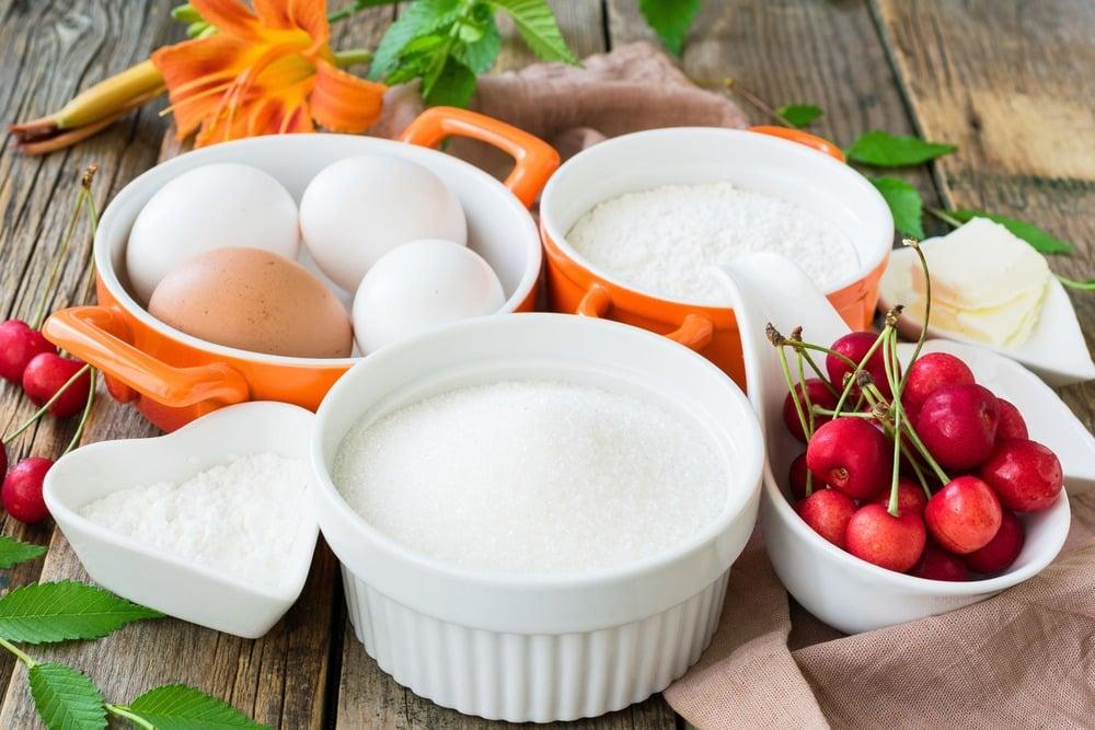 Необходимые продукты для приготовления шарлотки
