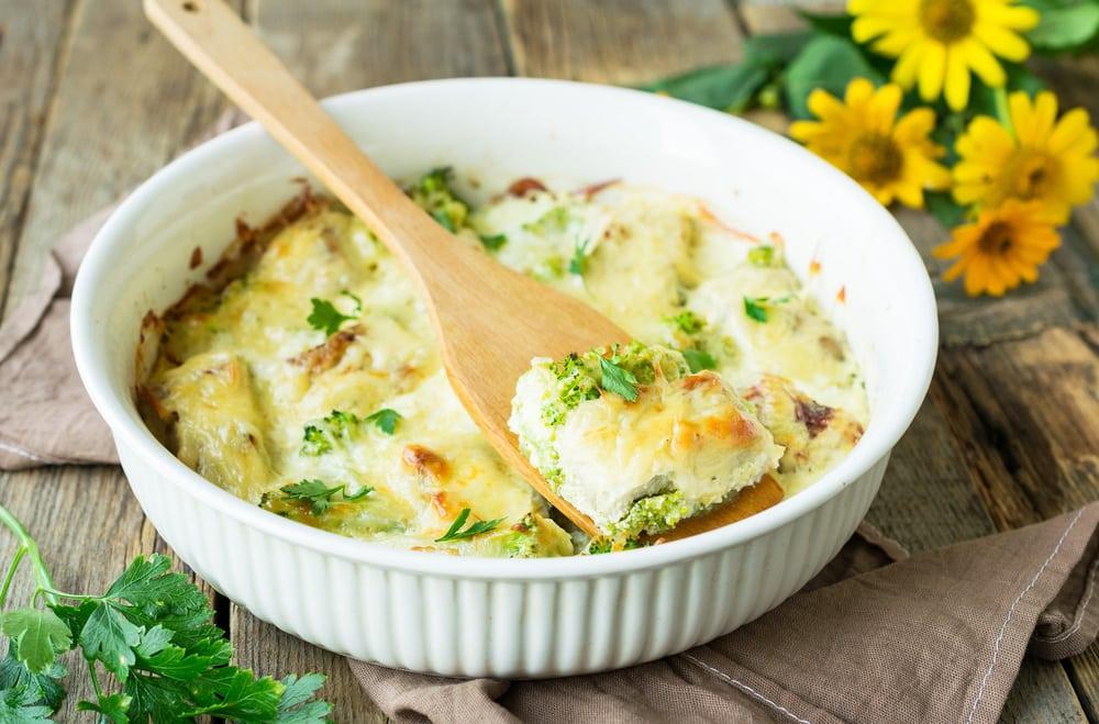 Филе минтая запеченное с брокколи под сыром