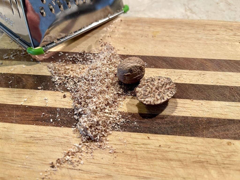 натрем мускатный орех на терке